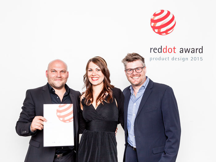 Daniel Knies (Director Design SPIRIANT), Christine Fechter (Sales Manager SPIRIANT for Lufthansa) and Tim Fluegge von Danwitz (Designer SPIRIANT) received the award on behalf of the team.
